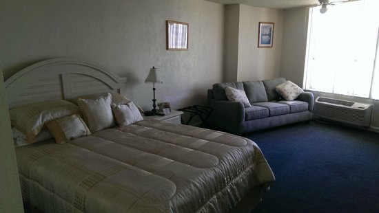 Fountain Beach Resort: room 406 with its new furniture