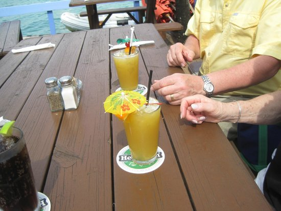 Treasure Cay Beach, Marina & Golf Resort: Beach front Coco Bar - great drinks, food and VIEW!