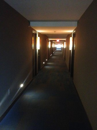 Aloft Atlanta Downtown: HALLWAY FROM ROOM 931