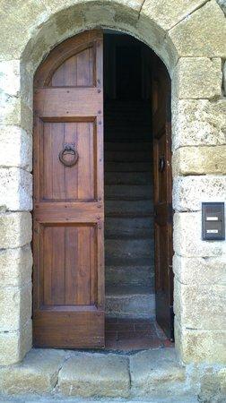 Il Piccolo Castello Hotel: Porta de entrada para a sala de estar.