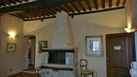 Il Piccolo Castello Hotel: Lareira da sala de estar