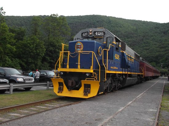 Lehigh Gorge Scenic Railway: YOUR TRAIN THAT PULLS YOU NO. 426 OF THE LGSRY FLEET