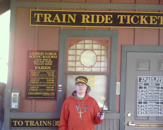 Lehigh Gorge Scenic Railway : ME MR KYLE SCHU AT THE LGSRY TICKET OFFICE