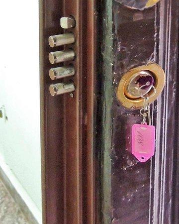 Hotel Katty: Quadruple Dead-Bolt on Door