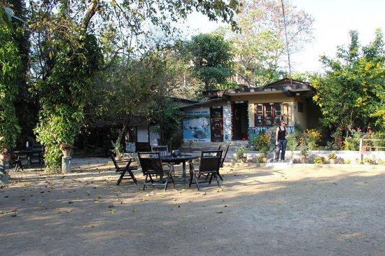 Chitwan Gaida Lodge: accueil hotel