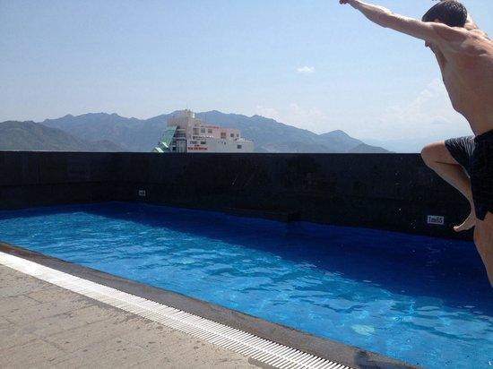 Nhi Phi Hotel : Roof top pool