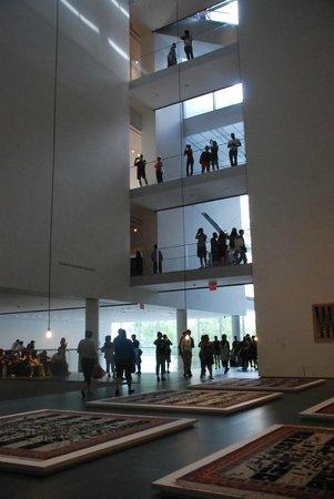 Metropolitan Museum of Art : hall central