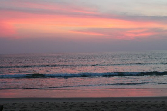 Natai Beach Resort & Spa, Phang-Nga: Закат