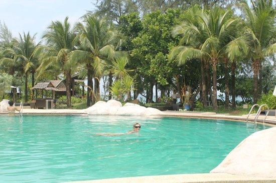 Natai Beach Resort & Spa, Phang-Nga: бассейн