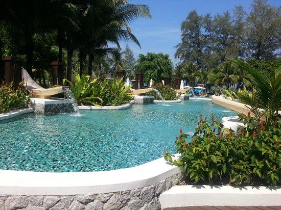Natai Beach Resort & Spa, Phang-Nga: вид на бассейн