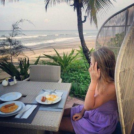 Natai Beach Resort & Spa, Phang-Nga: Завтрак с видом на море!