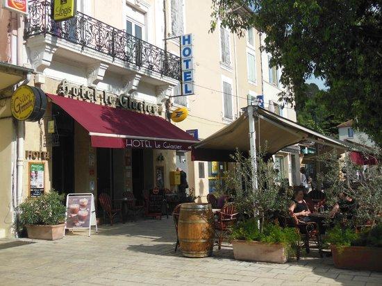 Hotel Le Glacier : Main entrance and terracce