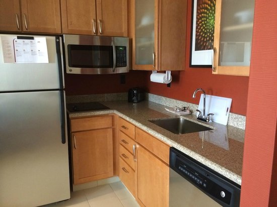 Residence Inn Coralville: Kitchen