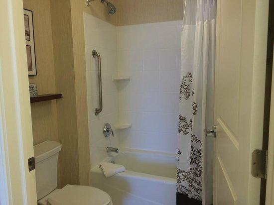 Residence Inn Coralville: Shower