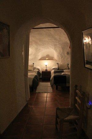 Cuevas El Abanico: Chambre 2 lits simples