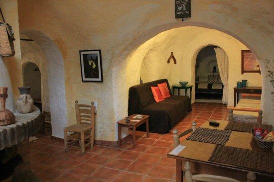 Cuevas El Abanico: Coin salon / Salle à manger