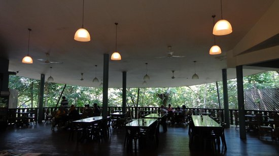 Mulu World Heritage Area Accommodation : The restaurant at the park's headquarters