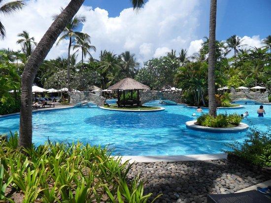 Melia Bali Indonesia : Pool area