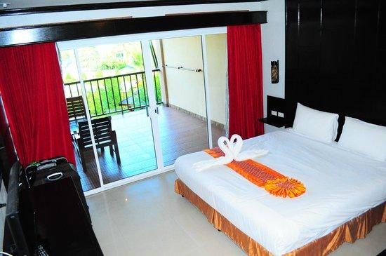 Maleedee Bay Resort : Chambre et terrasse