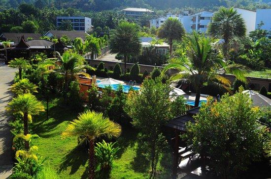Maleedee Bay Resort: Vue de la chambre sur les piscines