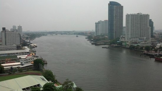 Chatrium Hotel Riverside Bangkok: Looking South from our balcony