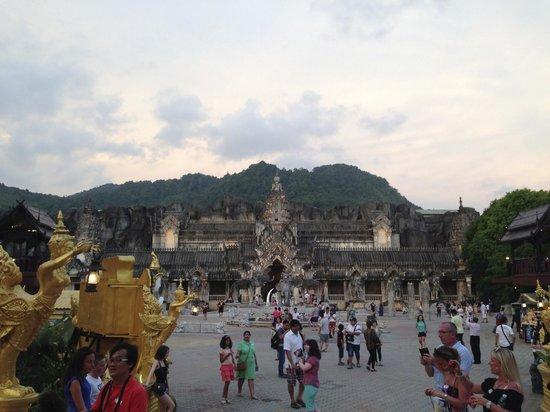 Phuket FantaSea : Palace of Elephants