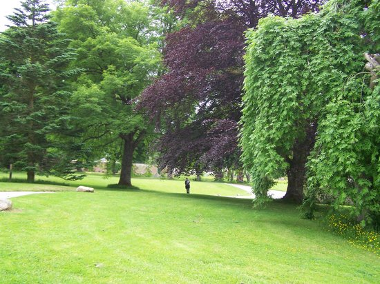 Castle Fraser Garden & Estate: castle
