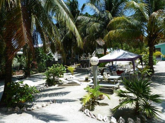 Maxhapan Cabanas: Central Garden
