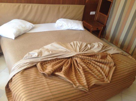 Club Marmara Madina : la chambre un trés grand lit!
