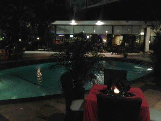 Continental Hotel & Casino: piscina continental