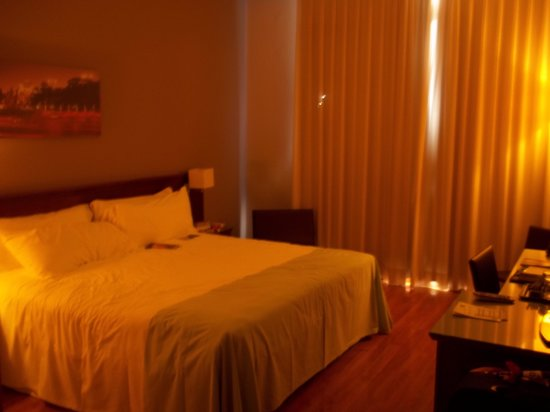 Tryp Madrid Cibeles Hotel: Room Setup