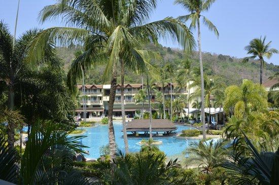 Merlin Beach Resort: Pool