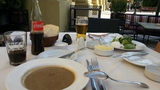 Primafila: Sopa de berinjela e salada com abacate e ovo