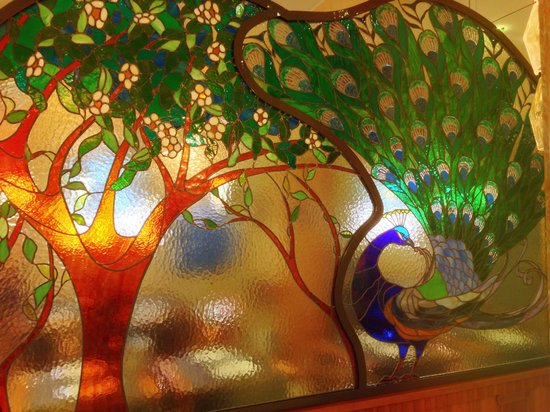 Hotel Star: Amazing stained glass in dining area