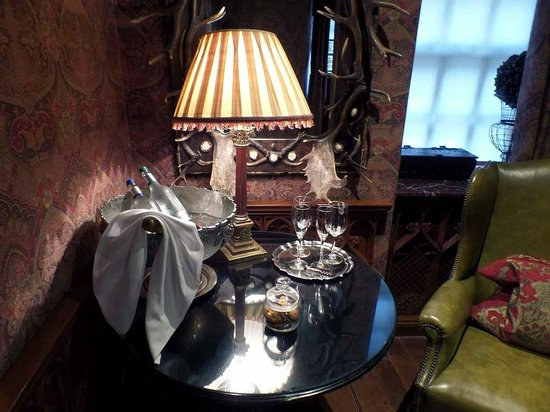 The Witchery by the Castle : Champers and chilled water was waiting for us