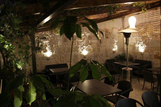 Bonjour Restaurant & Cafe : The Garden