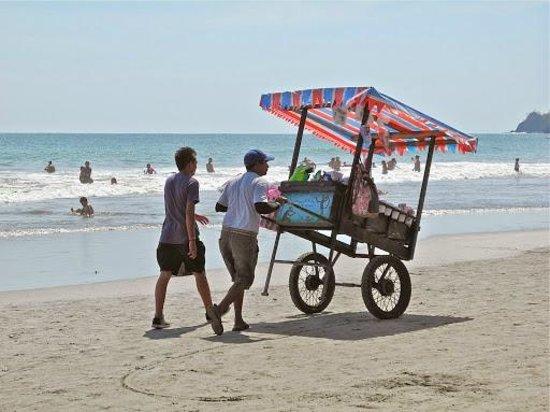 Playa Manuel Antonio: Ice cream vendors