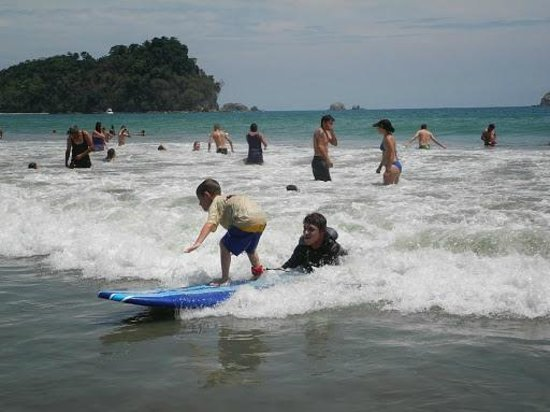 Playa Manuel Antonio: Surfing lessons available at the beach