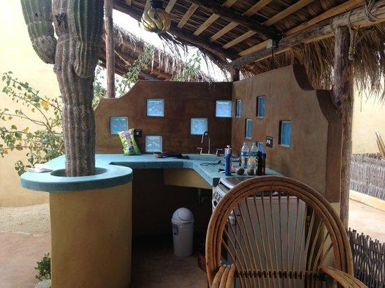 Villas de Cerritos Beach: outdoor cooking at the bungalow