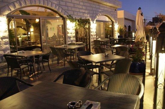 Bonjour Restaurant & Cafe : Terrace