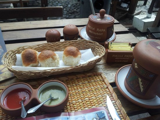 Pachapapa : complimentary bread and sauces