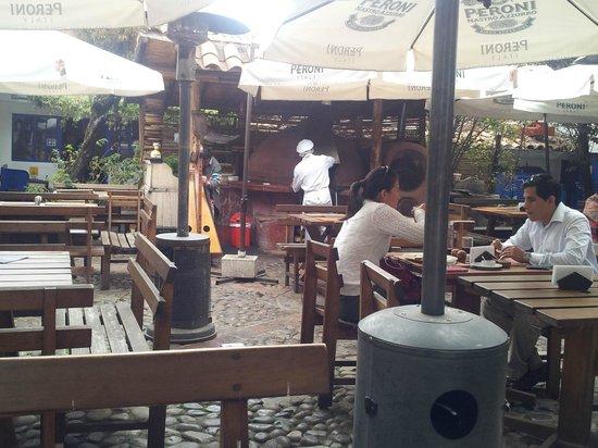 Pachapapa : courtyard setting