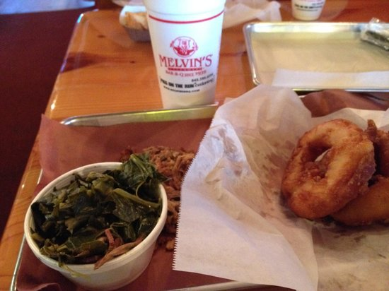 Melvin's BBQ: Those aren't donuts--Those are the best onion rings ever!