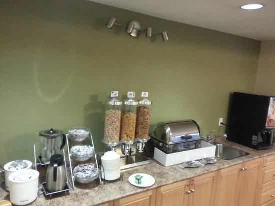 Canadas Best Value Inn: Breakfast 2