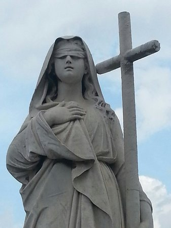 Christopher Columbus Cemetery (Cemetario de Colon): Porque la fe es ciega!