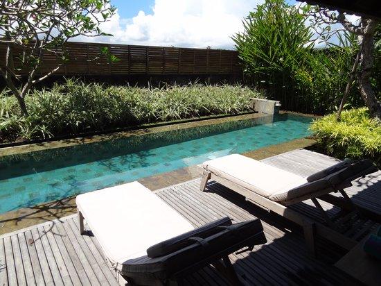 Villa Komea : Zwembad & Ligzetels