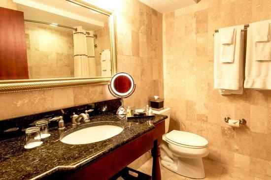 Mission Inn Resort & Club: Deluxe Room bathroom