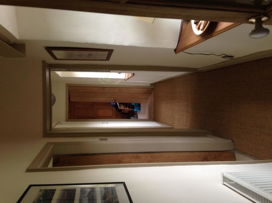 Wood Grove Bed & Breakfast: Hallway