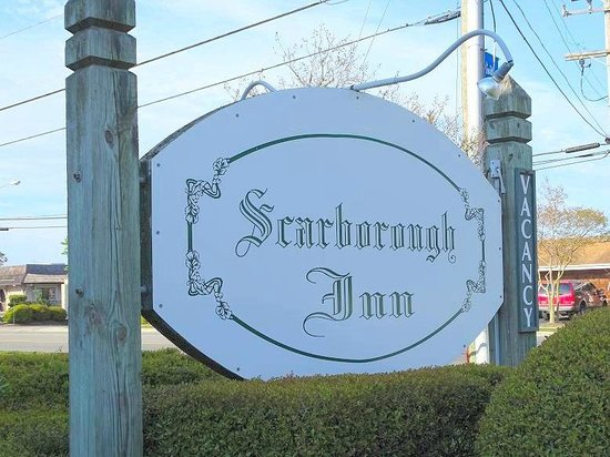 Scarborough Inn: sign on road