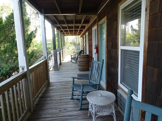 Scarborough Inn: porch in front of our room